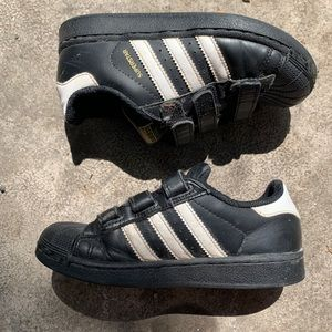 Adidas black & white superstar Velcro sneakers